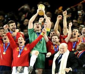 Capitanes de Iberia con la bandera española